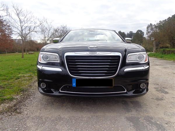 Genuine Chrysler 82212557 Grille